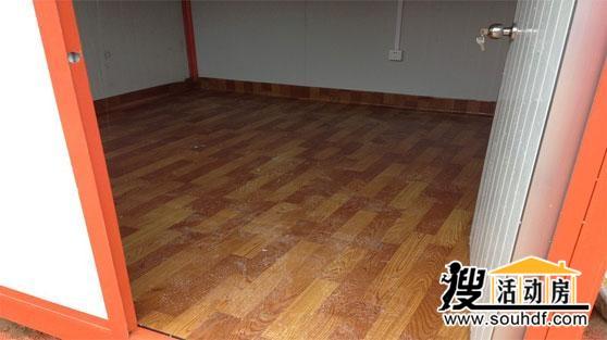 为集装箱活动房铺设地板革