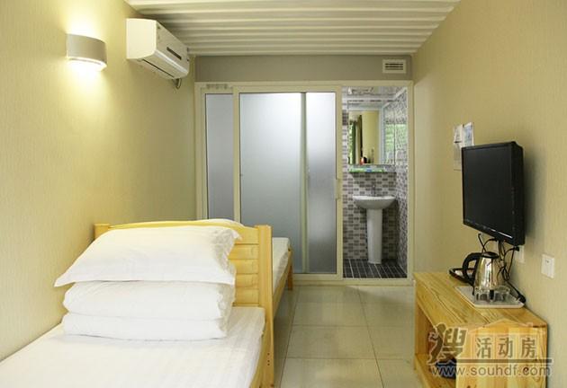 每间15平米集装箱酒店的面积