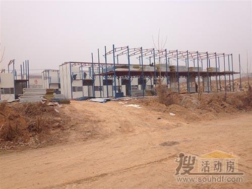 上万平米的活动房正在搭建中