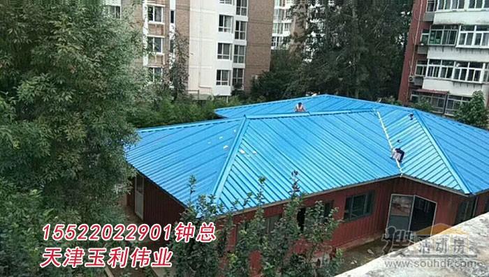 廊坊集装箱房屋屋顶采用四坡五脊的结构