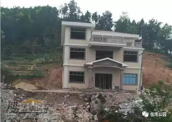 这个别墅采用的是混凝土钢筋框架结构