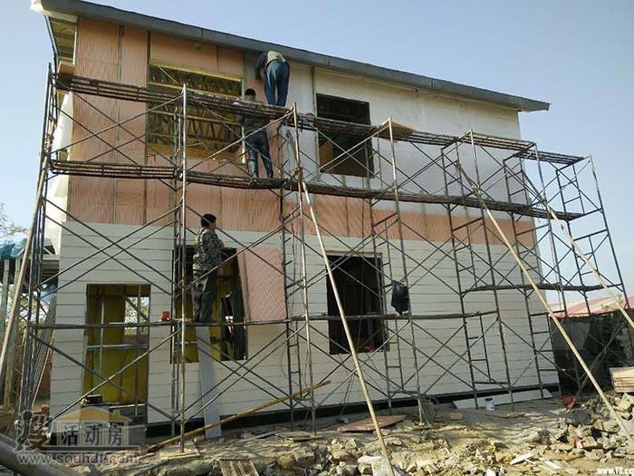 唐山轻钢别墅的外墙板安装