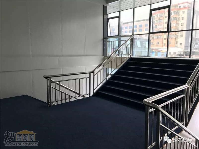 箱式房内部楼梯