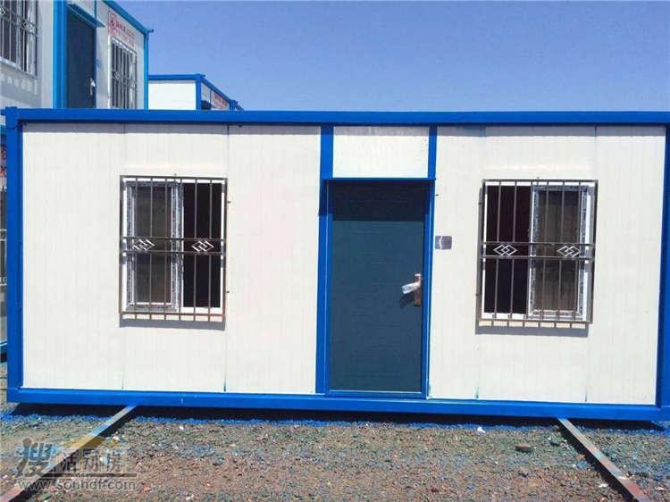 两个窗户一个门的集装箱房屋
