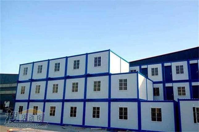可容纳2000人的工人宿舍区由集装箱房子组成